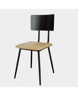 Καρέκλα 470 ελληνικής κατασκευής από μέταλλο και ξύλο.