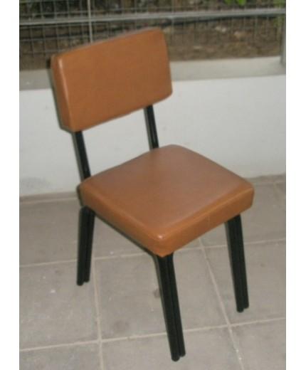 Μεταλλική καρέκλα με δερματίνη πλάτη/κάθισμα